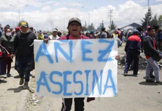 Bolivia: La autoproclamada se baja de la candidatura y negocia su impunidad