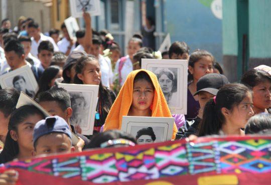 Gallina ciega: Relato sobre la violencia política en Guatemala