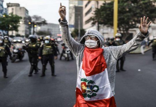 Crisis política, transición y salidas constituyentes en Perú