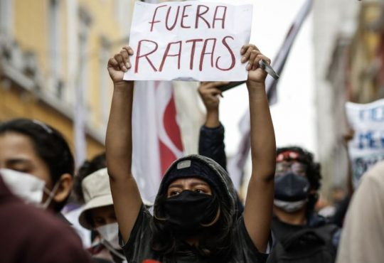Feministas en primera línea: testimonios de las desactivadoras de bombas lacrimógenas